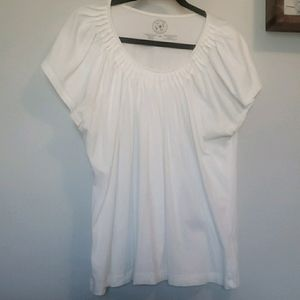 3/$25 Chaus Organic white top with pleats